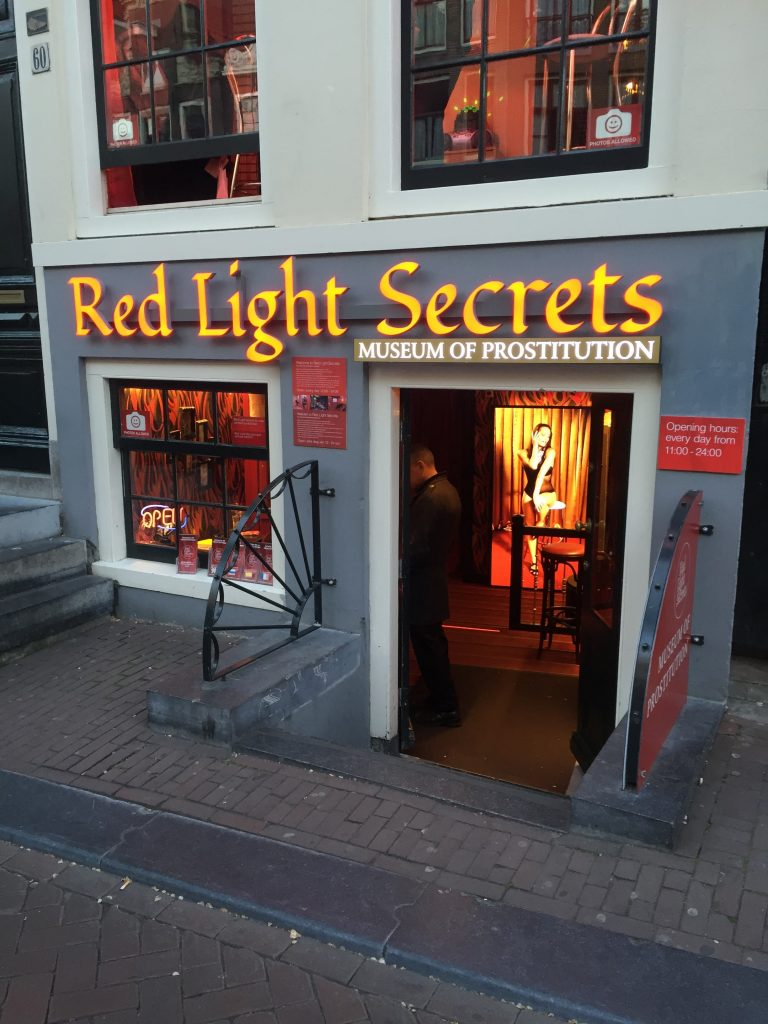 Red-Light-District-A-Disney-para-os-homens-em-Amsterdã-2
